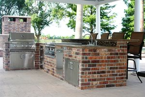 Outdoor Kitchen, Outdoor Bar Outdoor Kitchen Lightfoot Landscapes, Inc. Houston, TX