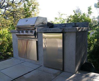 little outdoor kitchen