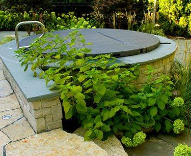 Spa Wall, Stone Swimming Pool Romani Landscape Architecture Glencoe, IL