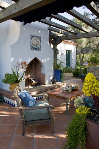 Spanish landscape design landscaping network for Spanish outdoor fireplace