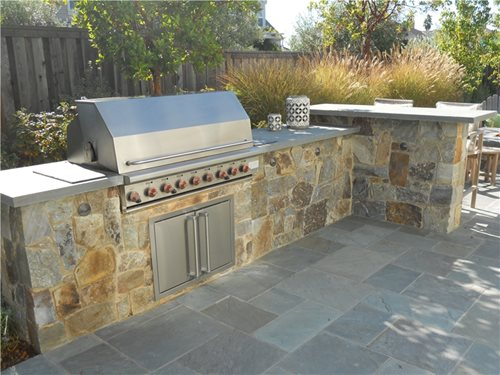 information on facing an outdoor kitchen with stone veneer