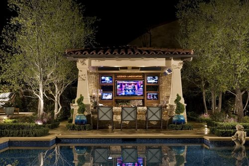Backyard Kitchen And Bar : Backyard Resort Complete with an Outdoor Sports Bar