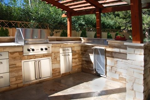 Sample l shaped kitchen design afreakatheart for Outdoor stone kitchen designs