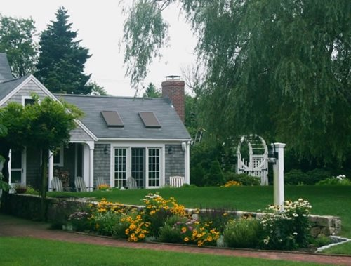 Amazing Cape Cod Front Yard Landscaping Design 500 x 379 · 162 kB · jpeg