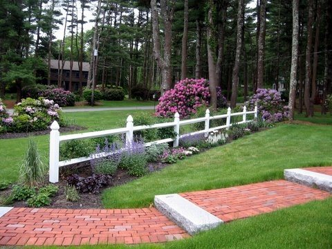 Brick walkway ideas landscaping network for Country garden designs landscaping