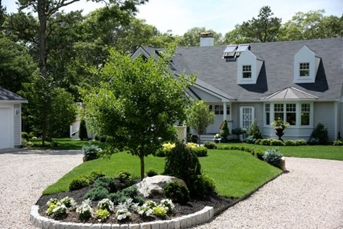Cape cod garden makeover landscaping network for Garden driveways designs