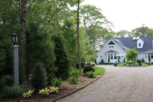 Cape cod garden makeover landscaping network for Cape cod stone and gravel