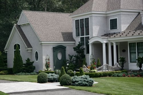 Cape cod gardening landscaping network for Landscaping for cape cod style houses