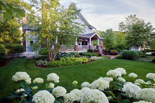 Maintaining landscape beds landscaping network for Planting flower beds in front of house