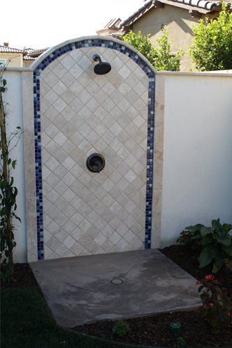 Backyard becomes entertainer s delight landscaping network for Outdoor shower tower