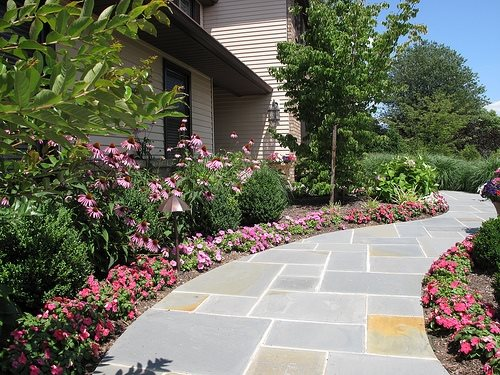 Flagstone walkway ideas pictures landscaping network for Plants for walkway landscaping ideas