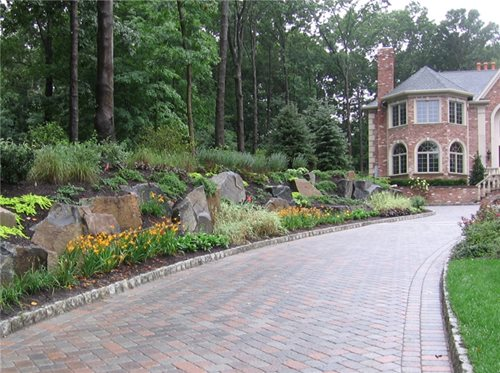 Garden driveway entrance landscaping on pinterest for Garden driveways designs