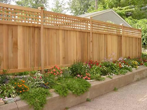 Wood fence pros cons landscaping network for Wood privacy fence ideas