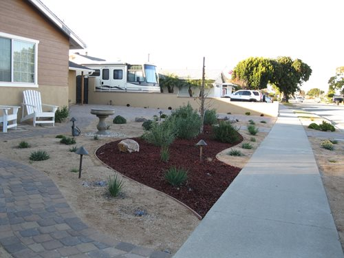 Xeriscape Small Backyard : Young XeriscapeCreations Landscape DesignTustin, CA