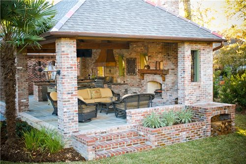 High-End Outdoor Kitchen in Louisiana - Landscaping Network