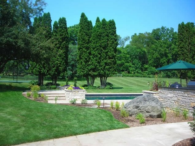Boulder grand rapids mi photo gallery landscaping for Landscaping rocks grand rapids mi