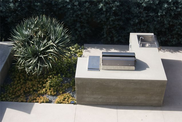 Contemporary landscape project venice ca photo for Modern outdoor kitchen designs
