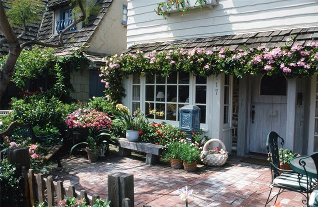 Cottage Garden Patio Designs