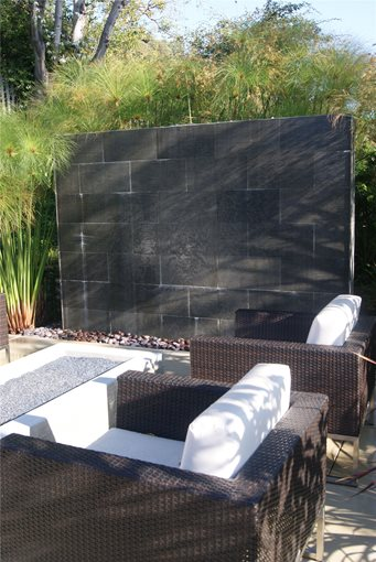 Fountain venice ca photo gallery landscaping network for Backyard water wall ideas