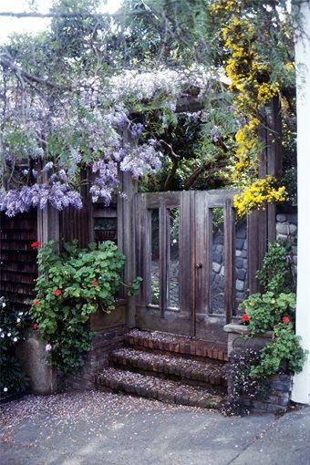 fence gates yard fences and gates. Black Bedroom Furniture Sets. Home Design Ideas