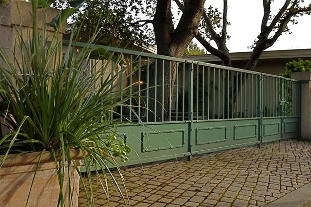 Gallery for metal fence design - Metal fence designs pictures ...