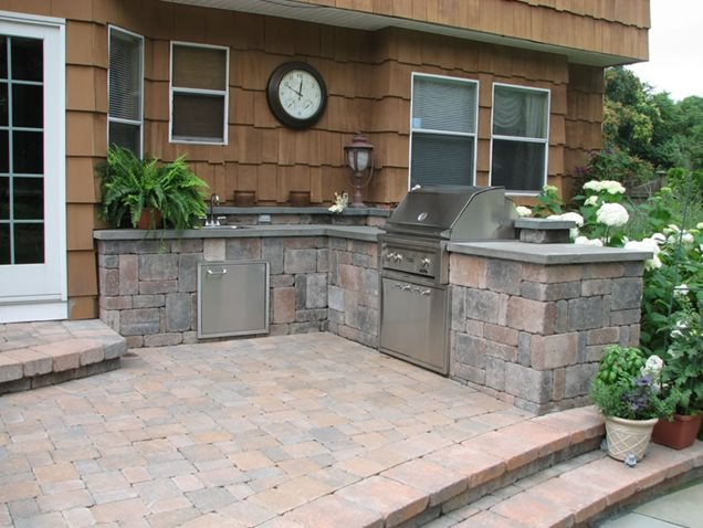 Backyard patio with wall outdoor kitchen designers ny for Kitchen designs outside
