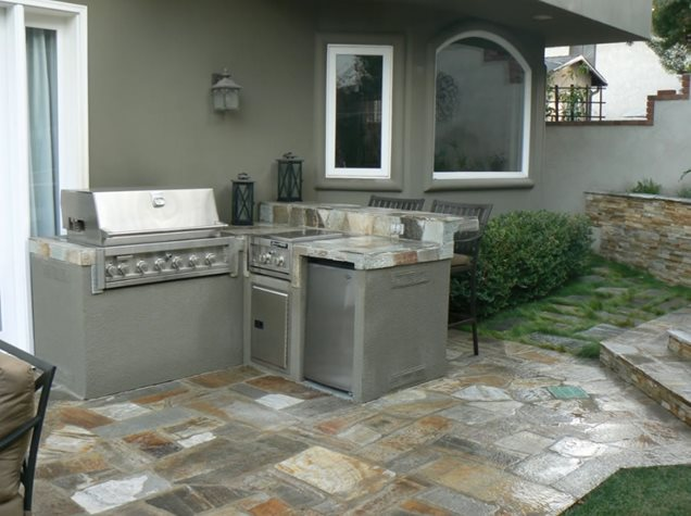 Small outdoor kitchens pictures to pin on pinterest for Small backyard kitchen designs