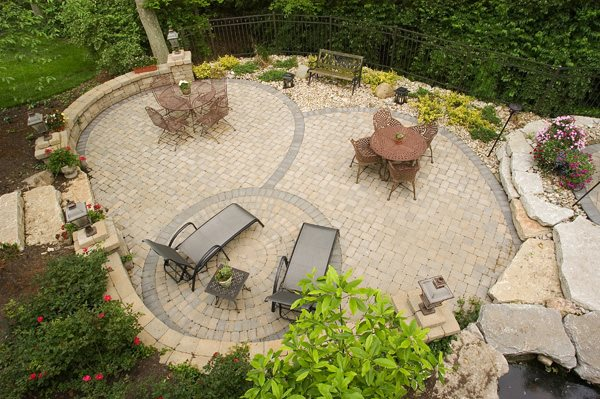 Patio cincinnati oh photo gallery landscaping network for Large patio design ideas