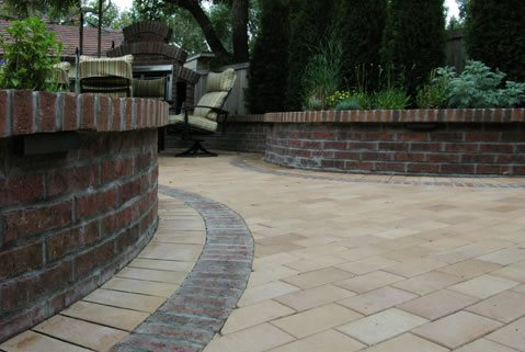 Arcadia Brick http://www.landscapingnetwork.com/pictures/paving_23/80112-co-arcadia-design-group-paver-pattern-brick-band_4600/