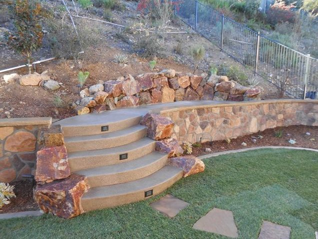 Landscaping Ideas For Backyard With Retaining Wall : Backyard Landscaping Ideas Retaining Walls Backyard Rock Retaining