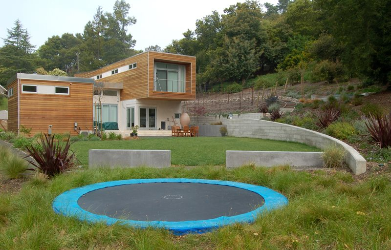 Backyard Walls, Backyard Trampoline Backyard Landscaping Huettl Landscape Architecture Walnut Creek, CA