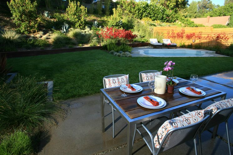 modern backyard design spa dining table backyard landscaping lisa cox landscape design solvang