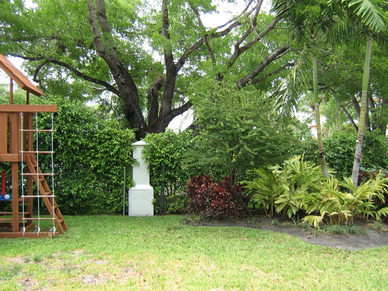Bell aqui before miami fl photo gallery landscaping for Find local garden designers