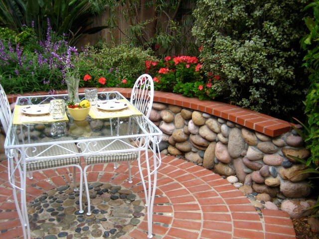 Brick Patio, Circle Brick Hardscaping Landscaping Network Calimesa, CA