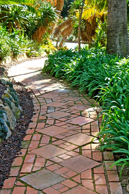 Brick Path, Aged Brick, Brick Pavers Brick Walkway Landscaping Network Calimesa, CA