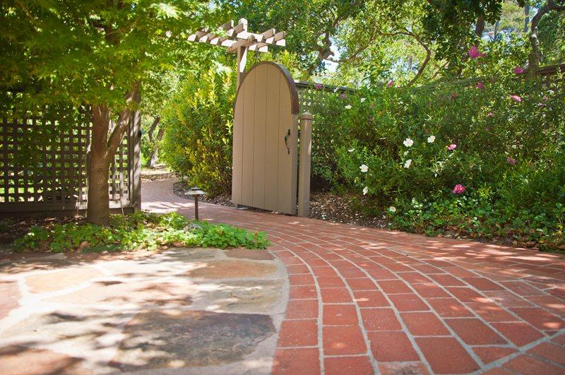 Brick Path, Tan Gate Brick Walkway Ecotones Landscapes Cambria, CA