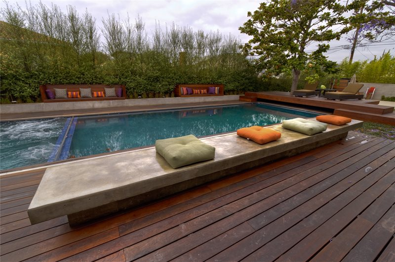 Built in seating venice ca photo gallery for Pool designs venice