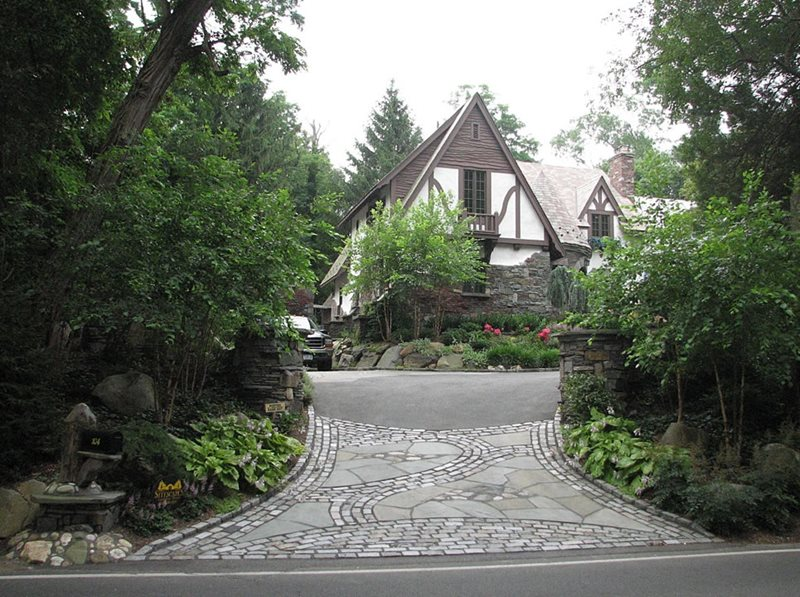Driveway stony brook ny photo gallery landscaping for Driveway apron ideas