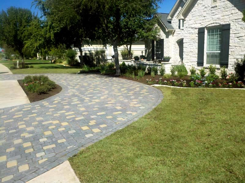Horseshoe Driveway Driveway GreenScapes Landscaping and Pools Austin, TX