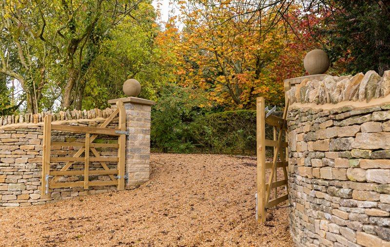 Rustic Gravel Driveway, Swinging Gate, Stone Walls Driveway Landscaping Network Calimesa, CA