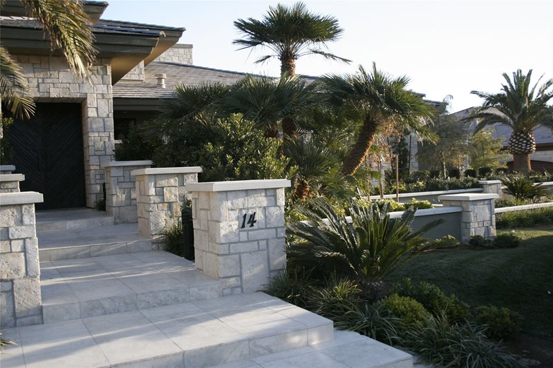 Front yard landscaping las vegas nv photo gallery for Las vegas stone yards
