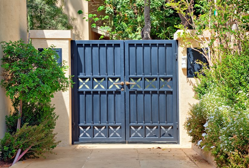 Blue Gate, Privacy Gate Gates and Fencing Landscaping Network Calimesa, CA