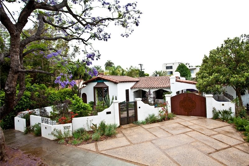Mediterranean landscaping west hollywood ca photo for Front yard courtyard design
