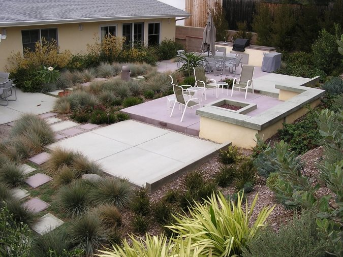 Backyard Entertainment Area Modern Landscaping FormLA Landscaping, Inc. Tujunga, CA