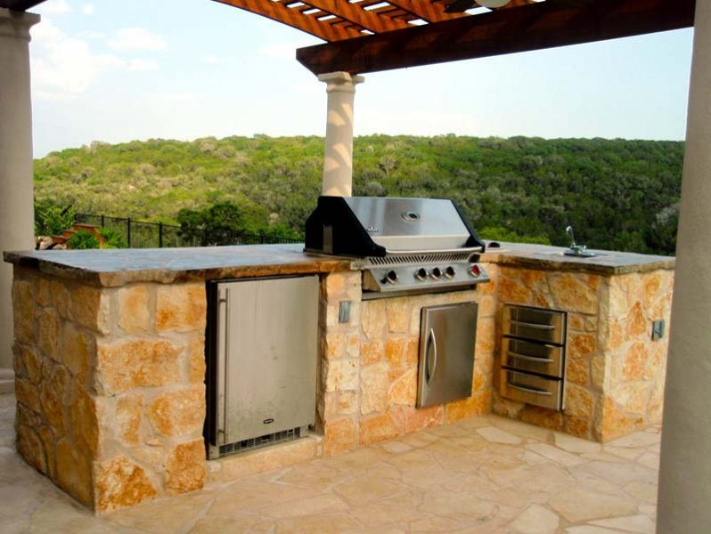 Outdoor kitchen austin tx photo gallery landscaping for Outdoor kitchen refrigerators built in