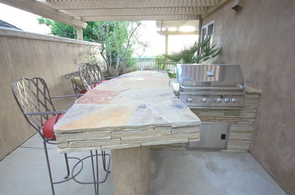 Flagstone, Bar Top, Outdoor Outdoor Kitchen DC West Construction Inc. Carlsbad, CA