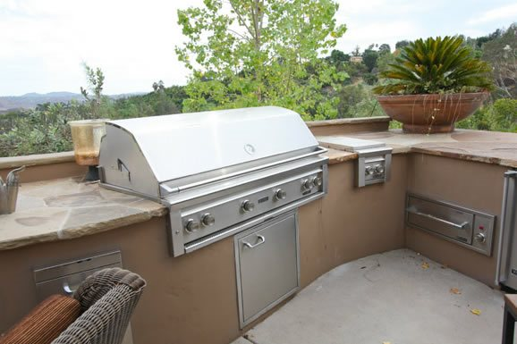 Flagstone, Countertop Outdoor Kitchen DC West Construction Inc. Carlsbad, CA