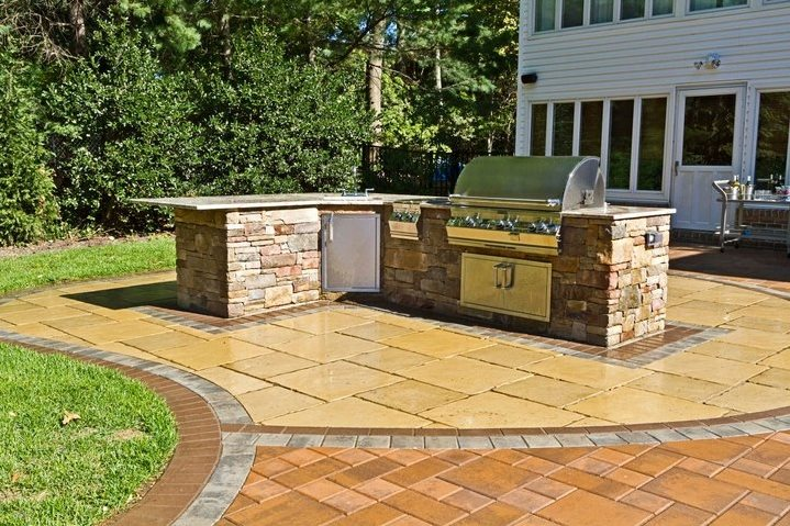 L Shaped Outdoor Counter Outdoor Kitchen Autumn Leaf Landscape Design Centerport, NY