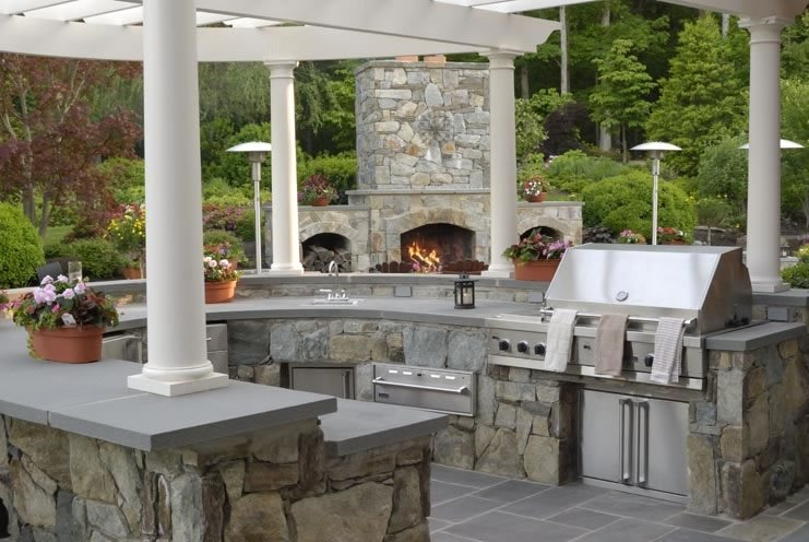Outdoor kitchen vienna va photo gallery landscaping for Luxury outdoor kitchen