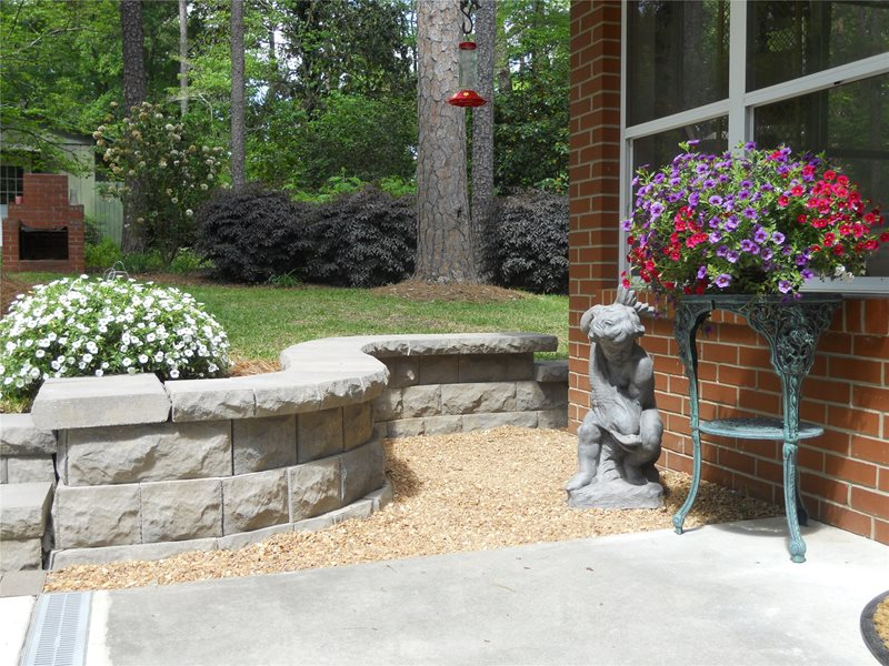 Retaining and landscape wall macon ga photo gallery for Block wall landscape design